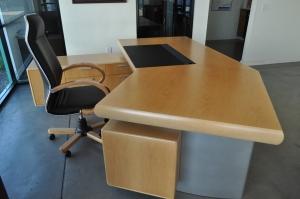 Saron desk - return desk
